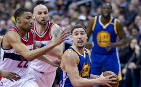 Klay Thompson drives against the Washington Wizards.