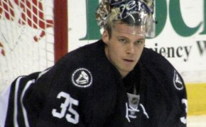 Pekka Rinne Nashville goalie stretching