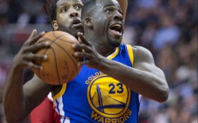 Draymond Green goes to the hoop