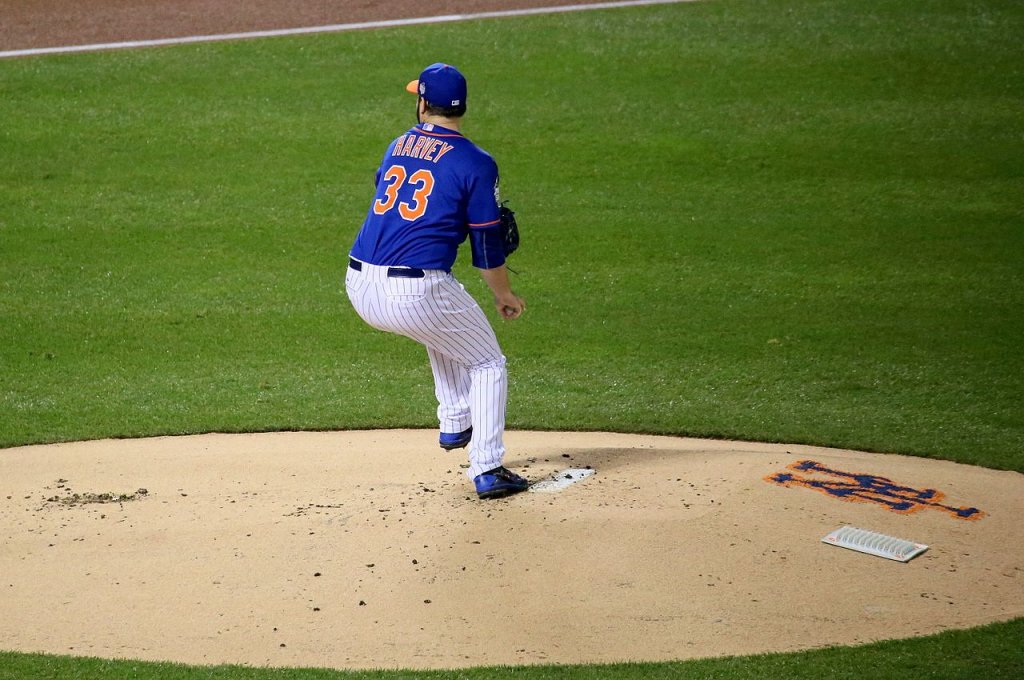 NY Mets starter Matt Harvey delivers a pitch