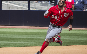 Nationals RF Bryce Harper rounding second base.