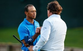 Tiger Woods Phil Mickelson shaking hands
