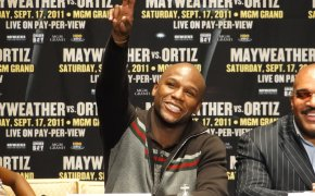 Mayweather gives peace sign