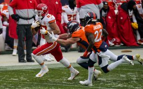 Kansas City Chiefs tight end Travis Kelce running in a game as Broncos inside linebacker Josey Jewell defends.