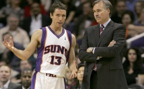 Steve Nash talking to Mike D'Antoni