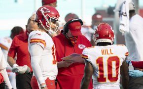 Andy Reid speaking to Patrick Mahomes and Tyreek Hill