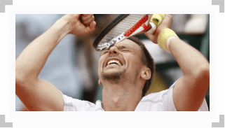 Robin Soderling reacts to defeating Rafael Nadal