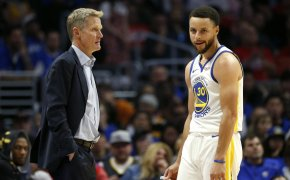 Steve Kerr talking to Steph Curry