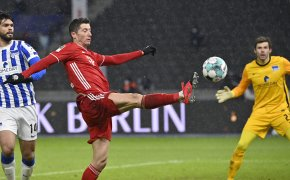 Bayern's Robert Lewandowski kicking the ball with a high kick during a soccer match