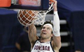 Corey Kispert dunks ball