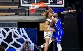 JosephYesufu dunks over opponent