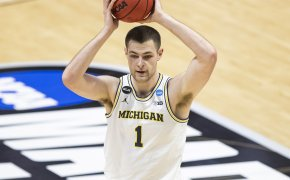 Michigan's Hunter Dickinson looking to pass the ball during a NCAA March Madness game.