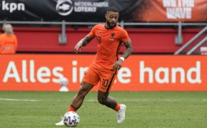 Memphis Depay with ball at his feet