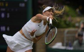 Paula Badosa serving during a tennis match.