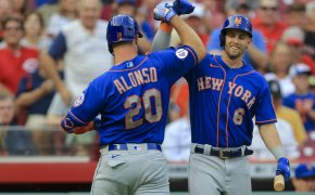 Pete Alonso celebrates with Mets teammate Jeff McNeil