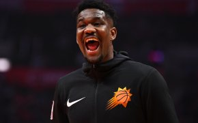 DeAndre Ayton animated reaction in warmups