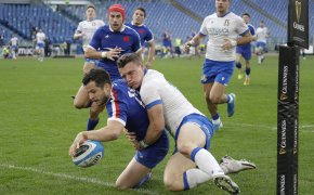 France's Brice Dulin scoring a try against Italy