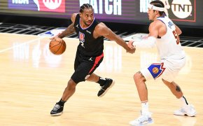 Kawhi Leonard defended at the top of the key