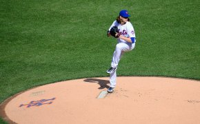 Jacob deGrom throwing a pitch