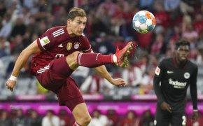 Leon Goretzka kicking soccer ball