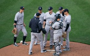 Yankees gather on pitcher's mound