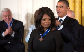 Oprah receives the Presidential Medal